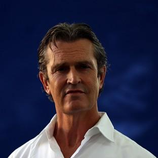 Actor Rupert Everett has taken a playful swipe at some of the world's biggest female stars